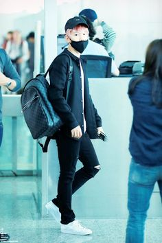 151018: EXO Byun Baekhyun; Guangzhou Airport to Incheon Airport #exok #fashion…