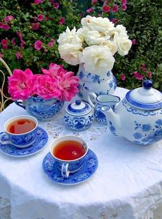 It would be delightful to serve tea with this set. <3