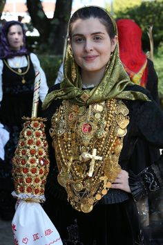 Portuguese Culture, Country Women, Italian Beauty, Jesus Pictures, World Cultures, Minho, Traditional Dresses, Pretty Face, Tattos