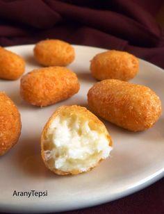 Ma egy roppant egyszerű, finom és gyors ételt készítettem uzsonnára. Hihetetlen, de a sajt egyáltalán nem folyik szét a forró olajban sütésk... Vegetable Recipes, Vegetarian Recipes, Cooking Recipes, Dc Food, Just Eat It, Cheesy Recipes, Hungarian Recipes, Winter Food, Street Food
