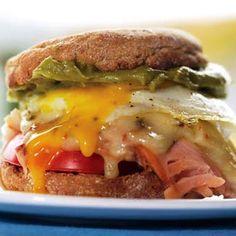 Sunrise sandwich with Turkey, Cheddar and Guacamole