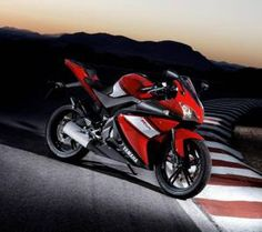 Yamaha Motorcycle Launch In Late 2013 Yamaha Super Bikes, 250cc Motorcycle, Yzf R125, Bike News, Yamaha Yzf R6, Sportbikes, Cool Bikes, Ducati, Honda