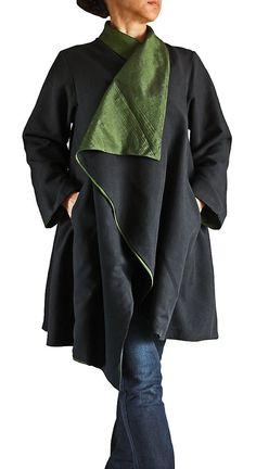 Shell: Mezcla seda birmana  Forro de seda Birmania Mix  Color: Negro/verde  ---M tamaño--- Pecho: 105cm Longitud: 80cm Hombro: 38cm Manga: 54cm  Tamaño---L--- Pecho: 112cm Longitud: 83cm Hombro: 42cm Manga: 56cm   (para su referencia, el modelo femenino es de 158cm de altura. Ella lleva una talla M en la foto.)