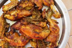 Vermicelles au poulet, une recette 100% sénégalaise! Chicken Vermicelli, Vermicelli Recipes, Senegalese Recipe, Chicken Rice Casserole, Tandoori Chicken, Chicken Wings, Food And Drink, Meat, Ethnic Recipes