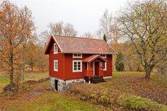 Scandinavian Farmhouse: Red