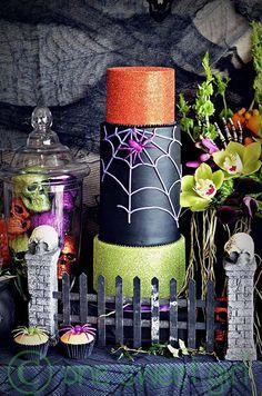 Una tarta para Halloween con mucho color, via blog.fiestafacil.com / A colourful Halloween cake, via blog.fiestafacil.com