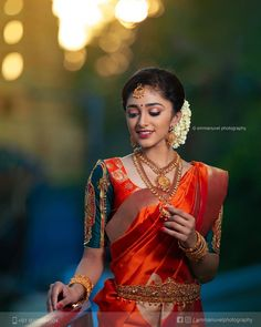 Tired of scrolling through a bunch of pages to find that perfect blouse designs? Check out the top most South Indian blouse designs to pair with a kanjeevaram saree- Eventila Indian Bride Poses, Indian Bridal Photos, Indian Wedding Photography Poses, Indian Bridal Fashion, South Indian Bride, Indian Photoshoot, Saree Photoshoot, Bridal Photoshoot, South Indian Blouse Designs