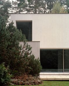 Villa Waalre is a minimalist house located in Eindhoven, The Netherlands, designed by Russell Jones 1970s House Renovation, Interior Architecture, Interior And Exterior, Russell Jones, Helene Binet, Villa, White Concrete, Concrete Projects, Eindhoven