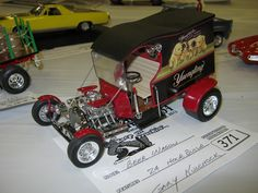 Vintage Car Models Great idea for this kit. Model Cars Kits, Kit Cars, Car Kits, Vintage Models, Old Models, Pickup Car, Derby Cars, Plastic Model Cars, Model Hobbies