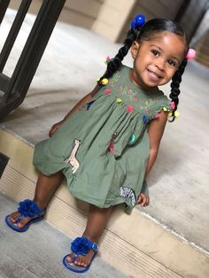 These hairstyles represent fairly easy and are a great option for newbies, quick and simple toddler hair-styles. Cute Mixed Babies, Cute Black Babies, Beautiful Black Babies, Cute Little Girls, Beautiful Children, Cute Babies, Brown Babies, Black Baby Girls, Cute Baby Girl