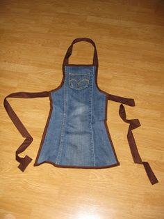 Apron out of an old jean pant leg. Love the idea but think I would like trimmed in different color like maybe a red polka dot.