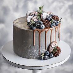 No Bake Blaubeer Cheesecake - No Bake Blueberry Cheesecake Pretty Cakes, Beautiful Cakes, Amazing Cakes, Wedding Cakes With Cupcakes, Cupcake Cakes, Food Cakes, Traditional Cakes, Small Cake, Elegant Cakes