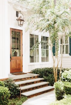 64 fresh and simple farmhouse front yard decor and design ideas 12 Front Door Lighting, Wood Front Doors, Exterior Lighting, Outdoor Lighting, Entryway Stairs, Exterior Stairs, Entryway Ideas, Exterior Design, Interior And Exterior