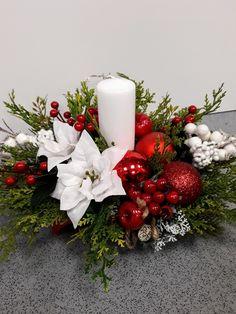 Rose Flower Arrangements, Christmas Flower Arrangements, Christmas Flowers, Candle Arrangements, Christmas Candles, Christmas Store, Christmas Diy, Christmas Wreaths, Christmas Ornaments