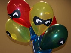 superhero birthday balloons (via the most awesome Jenny Miller) drew the mask shape in the computer and printed it, then just attached it to the balloons with double stick tape Avengers Birthday, Superhero Birthday Party, 6th Birthday Parties, Birthday Fun, Incredibles Birthday Party, Superhero Party Games, Superhero Party Decorations, Birthday Ideas, Spider Man Party