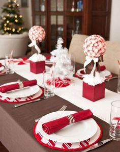 20 Collection of Christmas Table Setting Ideas coolection-of-christmas-tables-setting-ideas – homemydesign.com