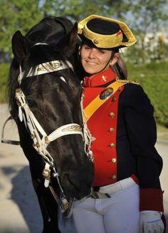 Mujer Guardia Civil de gala