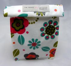 This Lunch bag is made from Oilcloth (also known as PVC) with VELCRO®closure.