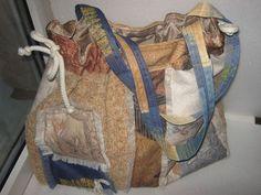 Купить или заказать сумка 'Ромбики ' в интернет-магазине на Ярмарке Мастеров. Сумка-торба из очень прочных декоративных тканей (букле, гобелен). Затягивается шнуром. Подкладка-полиэстр. На сумке настрочная аппликация- ромбики. Два с одной стороны и три с другой. Внутри один карман на молнии и два карманчика на липучках. Ручки достаточно длинные, чтобы носить сумку на плече. А так же достаточно крепкие, чтобы выдержать солидную нагрузку: учебники или покупки.