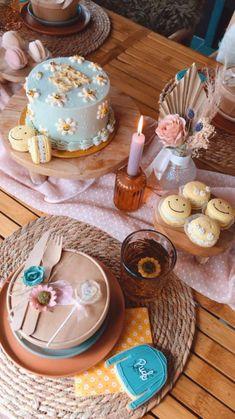 Picnic Birthday, 20th Birthday, Baby Birthday, Birthday Parties, Daisy Party, Boho Cake, Party Cakes, Cake Designs, First Birthdays