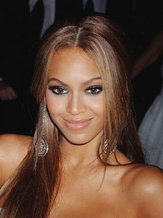 Make up for brown hair with honey highlights
