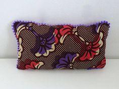 Petit coussin wax africain fleurs roses et violettes bordure pompons violet  - déco ethnique - Une 7023f3e21e0