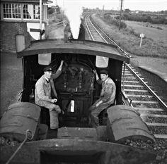 Driver_and_fireman_of_steam_locomotive_passing_through_Straffan_Train_Station,_County_Kildare,_Ireland,_1960s_(6199795865).jpg (2000×1976)