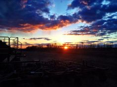 Caleb Jay ‏@Calwier  .@The Western Producer Sunset over the drill in Alberta. #plant14