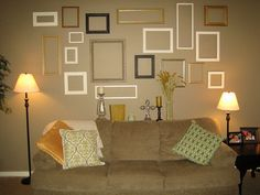 Good idea for bedrooms Empty Frames, Empty Wall, Frames On Wall, Frame Collages, Picture Collages, Rental Decorating, Decorating Ideas, Decor Ideas, Frame Gallery