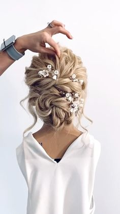 Wedding Hairstyles Tutorial, Bride Hairstyles, Pretty Hairstyles, Bridal Hair Updo, Wedding Hair And Makeup, Wedding Ponytail, Hair Style Vedio, Hair Up Styles, Elegant Wedding Hair