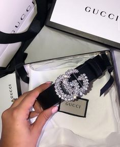 21 Bold Blue Makeup Looks Luxury Belts, Luxury Purses, Luxury Jewelry, Cute Jewelry, Jewelry Accessories, Fashion Accessories, Fashion Jewelry, Fashion Clothes, Elegantes Outfit Frau