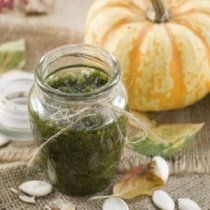 Pumpkin Seed Pesto with Roasted Red Pepper and Kalamata Olives - Great Eastern Sun Pumpkin Seeds Benefits, Toasted Pumpkin Seeds, Herbal Remedies, Natural Remedies, Pumpkin Seed Oil, Fall Dishes, Roast Pumpkin, Basil Leaves, Kalamata Olives
