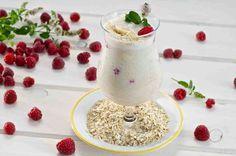 Koktajl owsiany z mlekiem migdałowym, bananami i malinami #smacznastrona #przepisytesco #maliny #koktajl #banan #deser #pycha