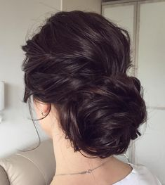 Messy wedding hair updos | gorgeous wedding updo haristyles #weddinghair #weddingupdo #weddinghairstyle #bridalhair #bridalupdo