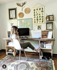 Simple and neutral bohemian home office. Gallery wall with map, wall baskets, vintage plant prints. Eclectic rug     #home #rattan #rattandecor #homeoffice #bohooffice #bohodecor #ikea #plants #officedesign #bohemianrugs Home Office Space, Home Office Design, Home Office Decor, Home Decor, Office Ideas, Vintage Office Decor, Apartment Office, Vintage Home Offices, Office Rug