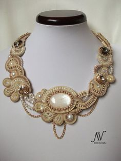 Dolce Vita necklace by Anneta Valious Soutache Pendant, Soutache Necklace, Soutache Tutorial, Vintage Jewelry, Handmade Jewelry, Fashion Accessories, Fashion Jewelry, Bijoux Diy, Macrame Jewelry