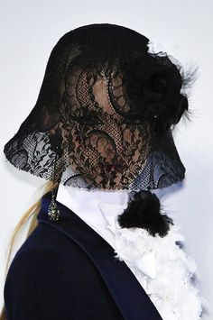 Beautiful Fashion Details...Chanel. https://musetouch.org/?cat=21