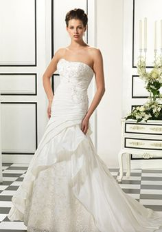 Fit N Flare Scoop Taffeta & Lace Floor Length Court Train Wedding Dress With Ruching - Lunadress.co.uk