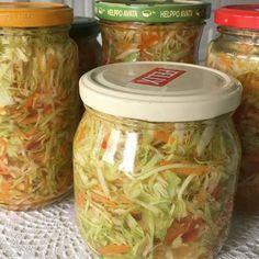 Tämä kaalisalaatti tehdään lasipurkkeihin. Salaatti säilyy jääkaapissa purkeissa 2kk. Tämä salaatti on helppo napata vaikka mökille mukaan! ... Vegan Meat Recipe, Vegetarian Recipes, Healthy Recipes, Vegan Food, Salad Recipes, Snack Recipes, Cooking Recipes, Italian Hot, Healthy Soup