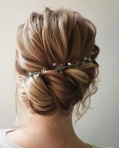 Loose Soft Updo Wedding Bridal Hairstyle Inspiration #BridalHairstyle
