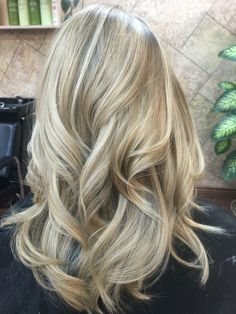 Salon Men & Womens Haircut, Hair Color and Waxing Specialists Ombré Hair, Hair Dos, Blake Lively, Blonde Hair Dark Eyes, Hair Caramel, Pastel Hair, Blonde Highlights, Pretty Hairstyles, Hair Hacks