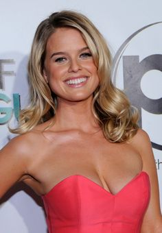Alice Sophia Eve (born 6 February is an English actress Alice Sophia Eve, Alice Eve Hot, Most Beautiful Faces, Beautiful Smile, Beautiful Celebrities, Beautiful Actresses, Gorgeous Women, Gorgeous Girl, Actrices Sexy