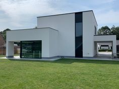Projecten | Jan Abbeloos Ingenieur Architect Modern Exterior House Designs, Modern Houses, First Home, Garage Doors, Homes, Mansions, House Styles, Outdoor Decor, Home Decor