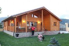 Casas para llevar, ¿te apuntas? - ileon.com Wooden House Design, Tiny House Design, Bamboo House, Cabin Interiors, Steel Buildings, Home Design Plans, Cottage Homes, Model Homes, Exterior Colors