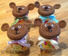 Free crochet pattern for teddy bear jar lid cover ༺✿ƬⱤღ http://www.pinterest.com/teretegui/✿༻