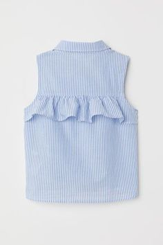 Sleeveless blouse in airy, woven cotton fabric. Rounded collar, buttons at front, and tie-front hem. Baby Dress Design, Baby Girl Dress Patterns, Dresses Kids Girl, Ladies Dress Design, Kids Outfits, Blouse Models, Hijab Fashion, Fashion Outfits, Fashion Tips