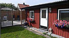 Två stugor med toppenläge i Visby   Gotland.net Garage Doors, Shed, Deck, Outdoor Structures, Outdoor Decor, Home Decor, Homemade Home Decor, Backyard Sheds, Front Porches