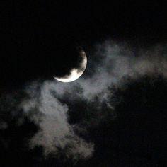 """""""È tutta colpa della luna, quando si avvicina troppo alla terra fa impazzire tutti. """" (W. Shakespeare) E.M."""