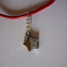 Collier pendentif étoile argenté + strass / rouge