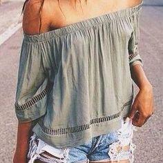 Poucas peças de roupa são tão sutilmente <i>sexies</i> quanto a blusa tomara-que-caia.